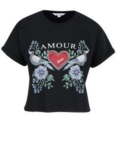 Černé crop tričko s krátkým rukávem a potiskem Miss Selfridge Petites