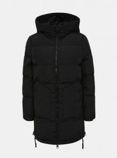 Černý zimní prošívaný kabát se zipy na bocích VERO MODA Oslo