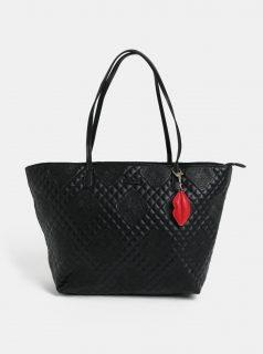 Černá prošívaná kabelka s přívěškem Desigual Claudia