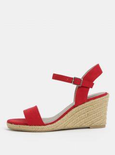 Červené sandálky v semišové úpravě Tamaris