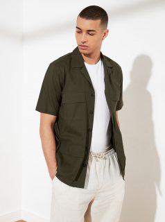 Khaki pánská košile s kapsami Trendyol